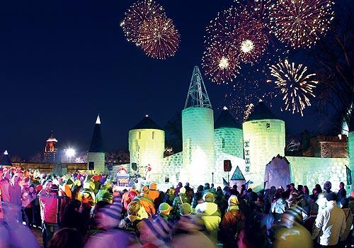 Carnaval de Québec - Feu d'artifice au dessus du Palais de Glace